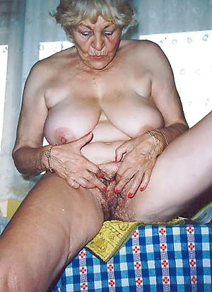 sex galleries of granny masturbates