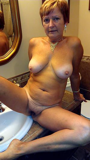 mature simple women posing unfurnished