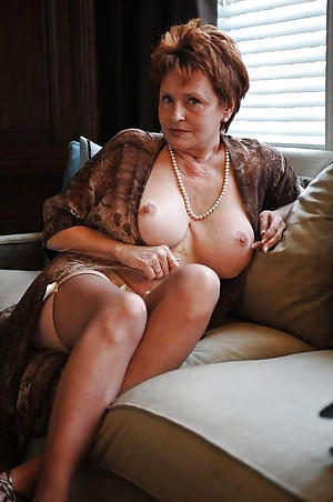 busty housewife sex pics