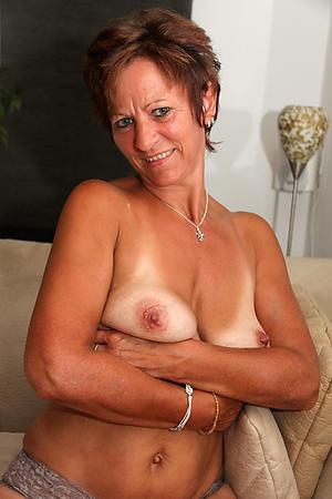 horney housewife posing nude