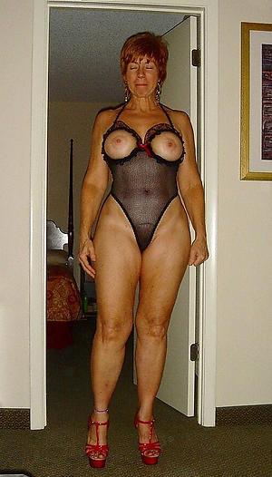 free pics of ladies in lingerie