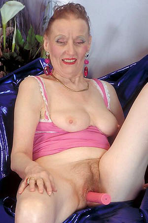 free pics of women masturbating with vibrators