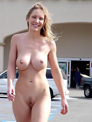 mom milfs posing nude