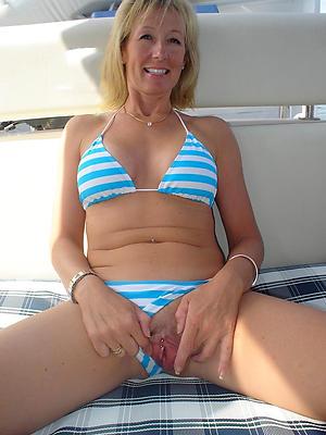 naked curvy women in bikinis