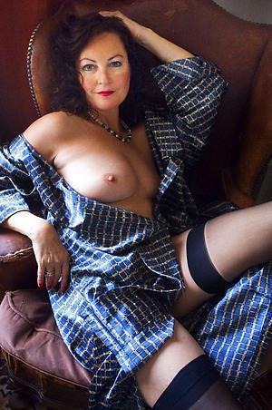 mature brunette women amateur pics