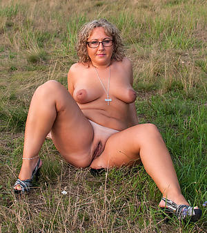 chubby naked women porn pictures