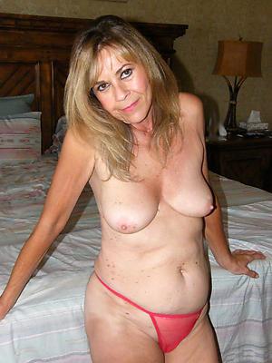 sexy women in panties love posing nude