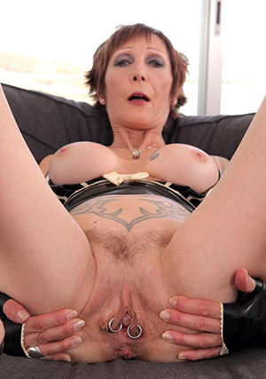 amazing women on touching red pussy