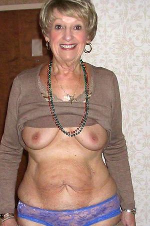 saggy big tits posing nude