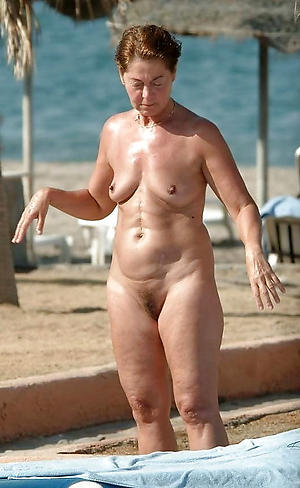 mature women fro small tits posing unclad