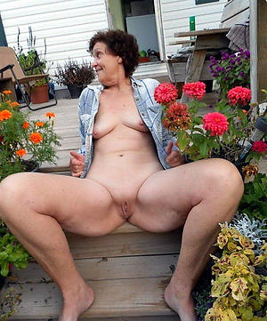 free pics of older women with small special