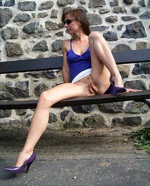 older woman upskirt free pics