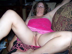 mature upskirt pussy porn pictures