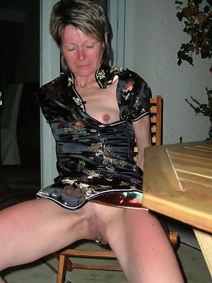 nude pics of mature mom upskirt