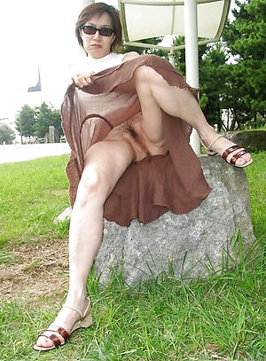 nude pics of adult lady upskirt