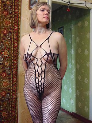 elegant hot women posing nude