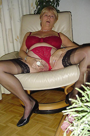 easy pics of older pussy