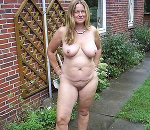 amature mature ladies posing basic