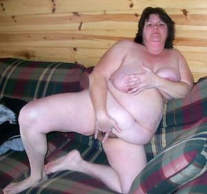 free chubby granny posing unconcealed
