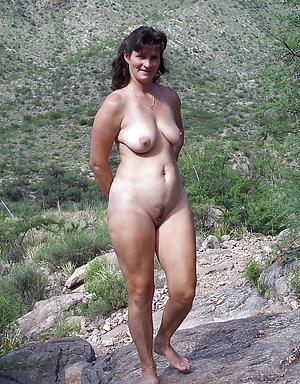 matured mom legs posing nude