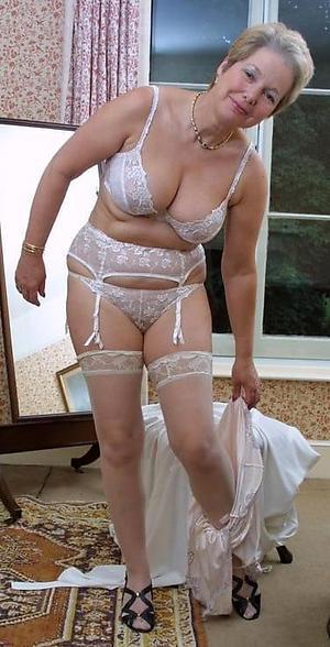 hotties mature amateur photos