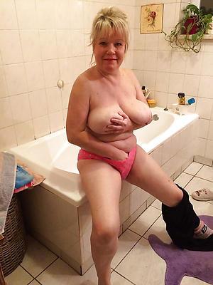 mature milf cougar posing stark naked