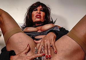 mature titillating cougar porn pics