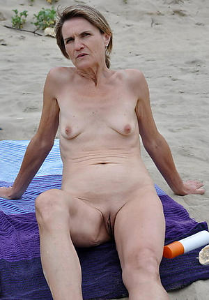granny with closely-knit tits posing nude