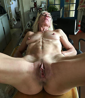 shaved granny cunt posing naked