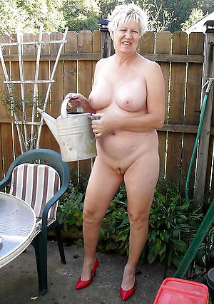 old granny shaved pussy posing nude