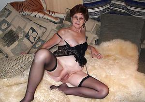 brunette granny amateur pics