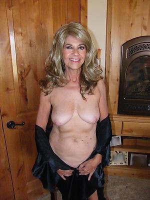hot granny pussy posing nude