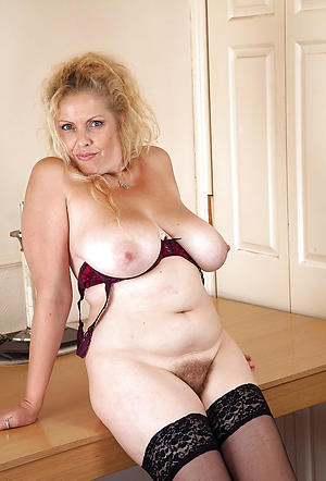 nice amateur granny pussy nude pic