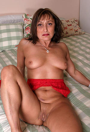 old mom pussy posing nude