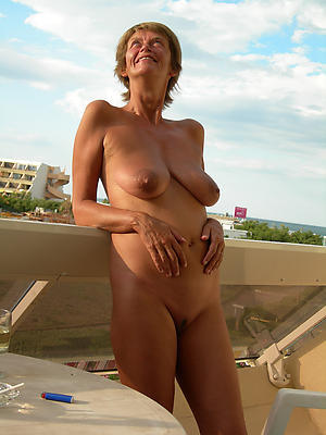 granny outdoors with covetous pussy