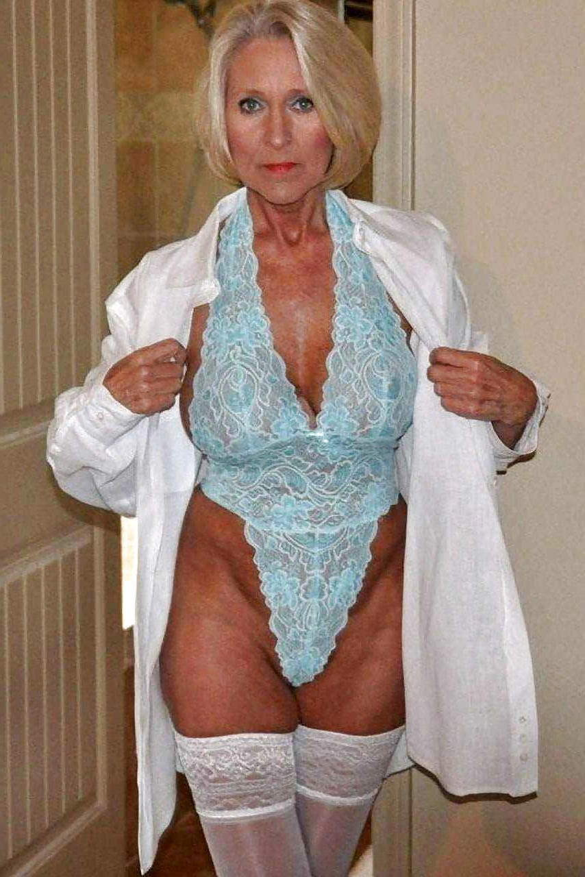 Granny naked solo