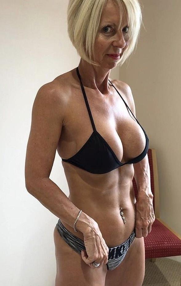 Saggy big tits private pics - GrannyNudePics.com